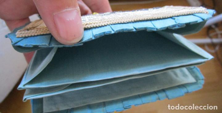 Antigüedades: Antiguo monedero raso de seda y bordado de cartón troquelado.13 X 9 cm. Final.S:XIX- Pps S.XX - Foto 3 - 161600358