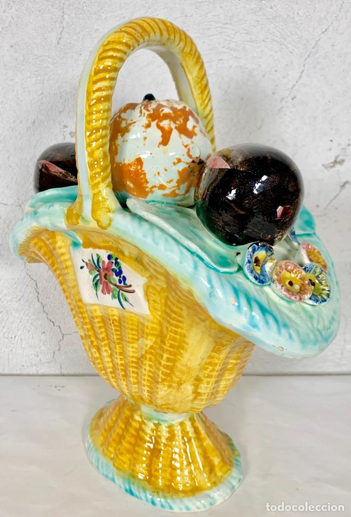 ANTIGUO BOTIJO EN CERÁMICA CON FORMA DE CESTA O CANASTO DE FRUTAS Y VERDURAS - MANISES VALENCIA (Antigüedades - Porcelanas y Cerámicas - Manises)