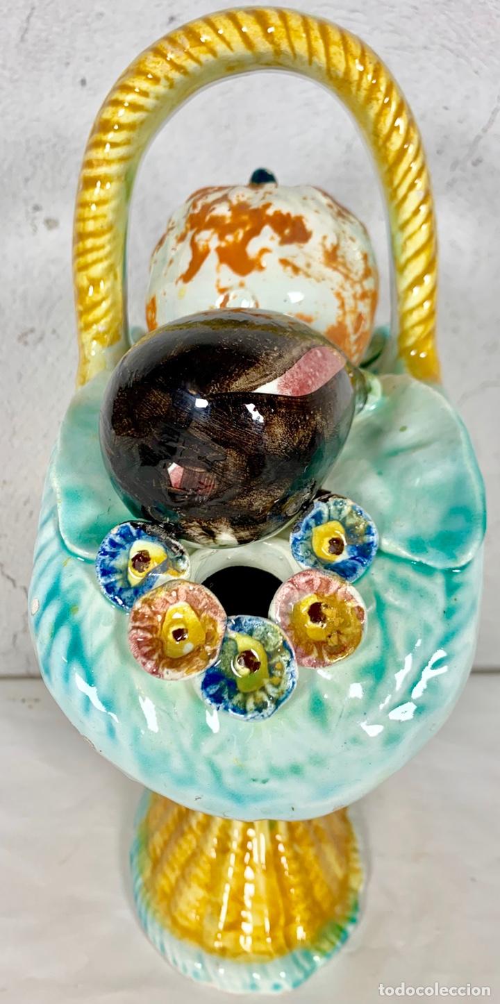 Antigüedades: Antiguo botijo en cerámica con forma de cesta o canasto de frutas y verduras - Manises Valencia - Foto 3 - 161622456