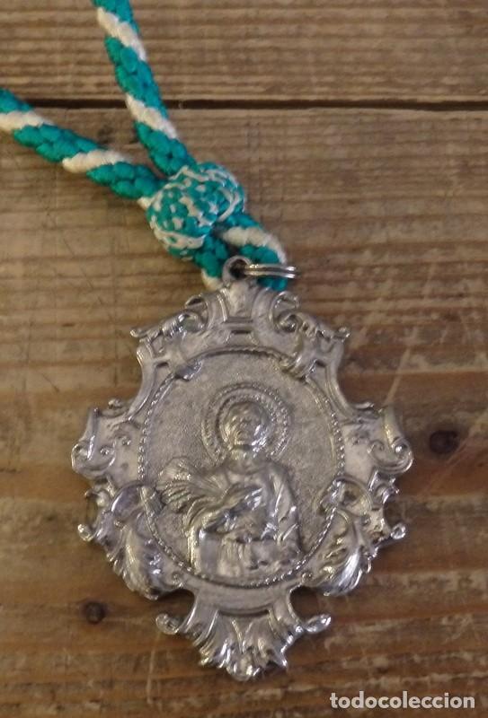 TORRE DE LA REINA, SEVILLA, MEDALLA CON CORDON HERMANDAD DE SAN ISIDRO (Antigüedades - Religiosas - Medallas Antiguas)