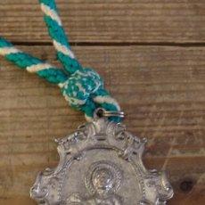 Antigüedades: TORRE DE LA REINA, SEVILLA, MEDALLA CON CORDON HERMANDAD DE SAN ISIDRO. Lote 161622658