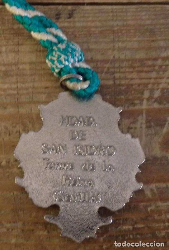 Antigüedades: TORRE DE LA REINA, SEVILLA, MEDALLA CON CORDON HERMANDAD DE SAN ISIDRO - Foto 2 - 161622658