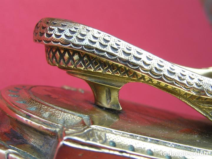 Antigüedades: ACERICO , ALFILETERO. ZAPATO SOBRE BASE. BRONCE. SIGLO XIX. - Foto 20 - 161649830