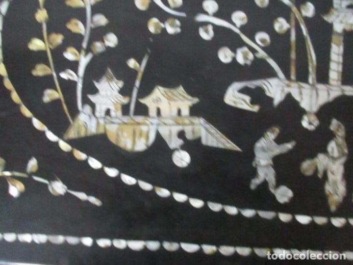 Antigüedades: Precioso Baúl Oriental - China - Caja, Arcón - Madera de Cedro - Decoración en Marquetería de Nácar - Foto 6 - 161676418