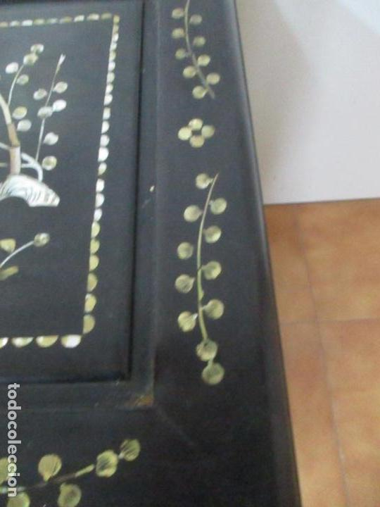 Antigüedades: Precioso Baúl Oriental - China - Caja, Arcón - Madera de Cedro - Decoración en Marquetería de Nácar - Foto 7 - 161676418
