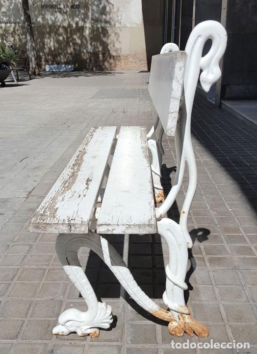Antigüedades: BANCO DE JARDÍN. MADERA Y HIERRO FORJADO. ESPAÑA. PRINC. S. XX. - Foto 2 - 161735202