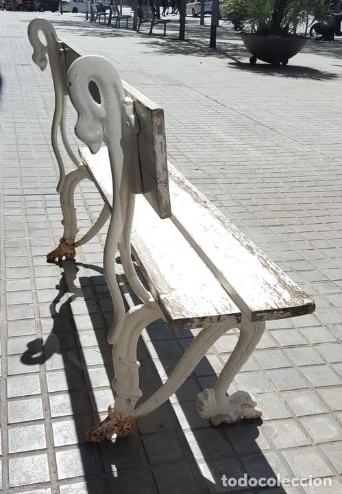 Antigüedades: BANCO DE JARDÍN. MADERA Y HIERRO FORJADO. ESPAÑA. PRINC. S. XX. - Foto 4 - 161735202