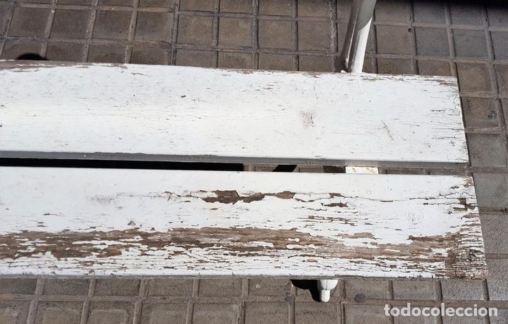 Antigüedades: BANCO DE JARDÍN. MADERA Y HIERRO FORJADO. ESPAÑA. PRINC. S. XX. - Foto 8 - 161735202