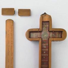 Antigüedades: MAGNIFICA CRUZ RELICARIO EN MADERA Y BRONCE CON 14 RELIQUIAS FECHADO 1865 EN PARTE TRASERA. Lote 125284787