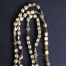 Antigüedades: ESPLENDIDO Y ORIGINAL ROSARIO DE CUENTAS CUADRADAS DE CERAMICA LACADA?. Lote 161760310