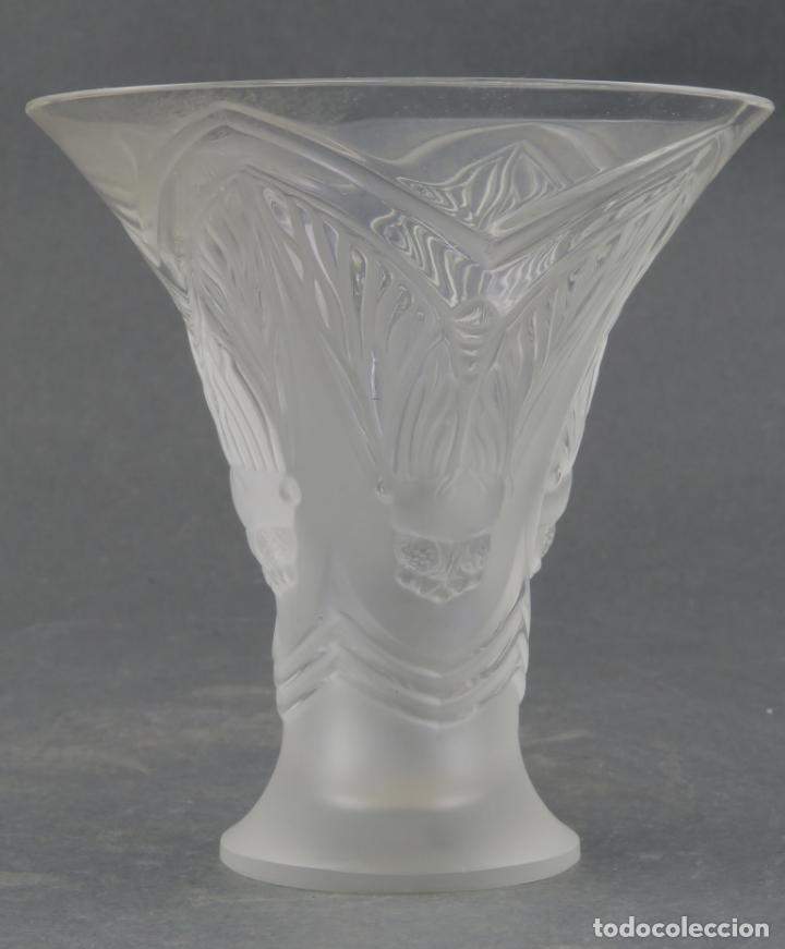 Antigüedades: Vaso Hojas en vidrio prensado cristal glace tallado Lalique Francia principios siglo XX - Foto 3 - 161790926