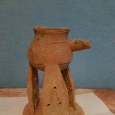 Antigüedades: MUY RARO CANDIL O LUCERNA REALIZADA EN BARRO. Lote 161791062