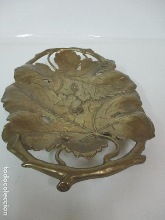 Antigüedades: Bonita Bandeja Modernista - Bronce Cincelado - Decorada con Hojas y Racimos - Principios S. XX - Foto 6 - 161818358