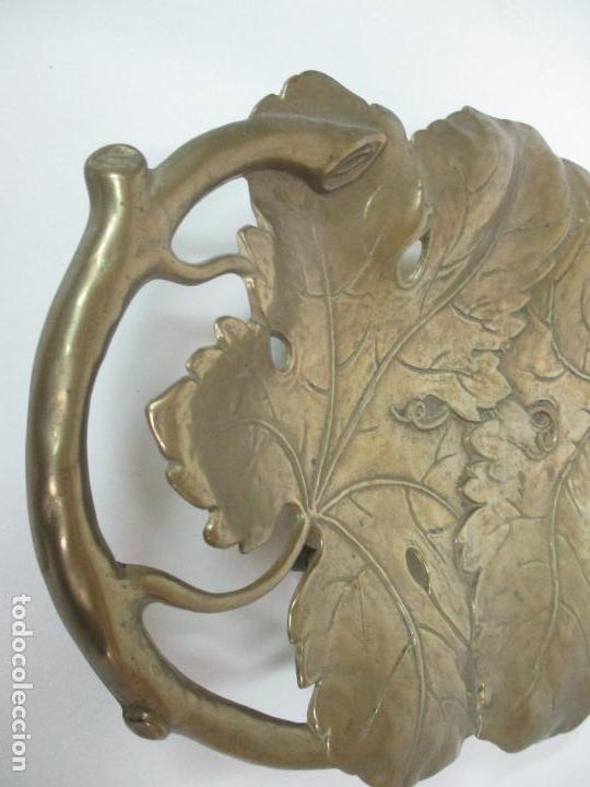 Antigüedades: Bonita Bandeja Modernista - Bronce Cincelado - Decorada con Hojas y Racimos - Principios S. XX - Foto 8 - 161818358
