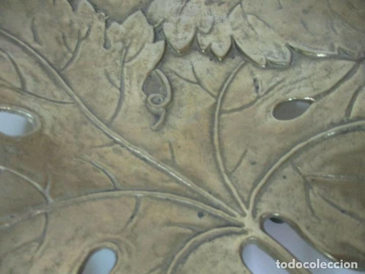 Antigüedades: Bonita Bandeja Modernista - Bronce Cincelado - Decorada con Hojas y Racimos - Principios S. XX - Foto 10 - 161818358