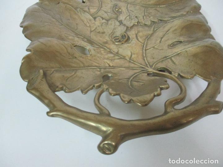 Antigüedades: Bonita Bandeja Modernista - Bronce Cincelado - Decorada con Hojas y Racimos - Principios S. XX - Foto 11 - 161818358