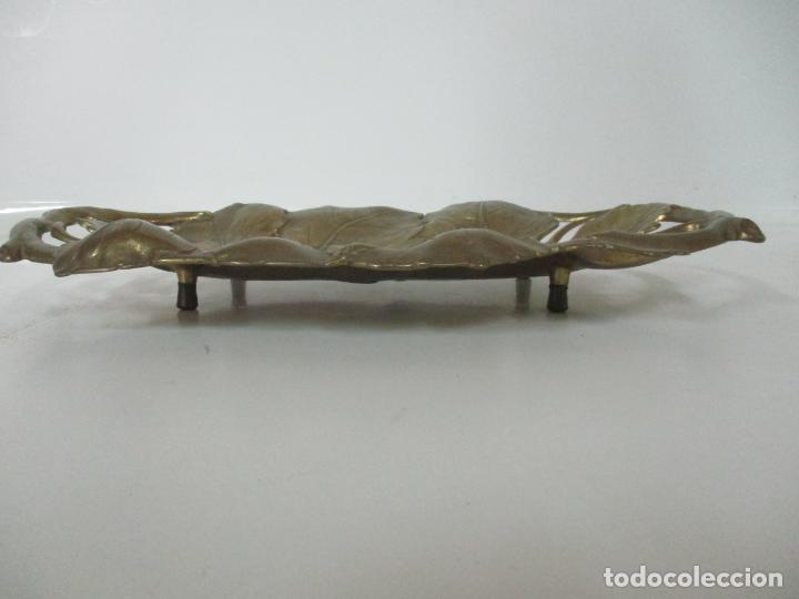 Antigüedades: Bonita Bandeja Modernista - Bronce Cincelado - Decorada con Hojas y Racimos - Principios S. XX - Foto 16 - 161818358