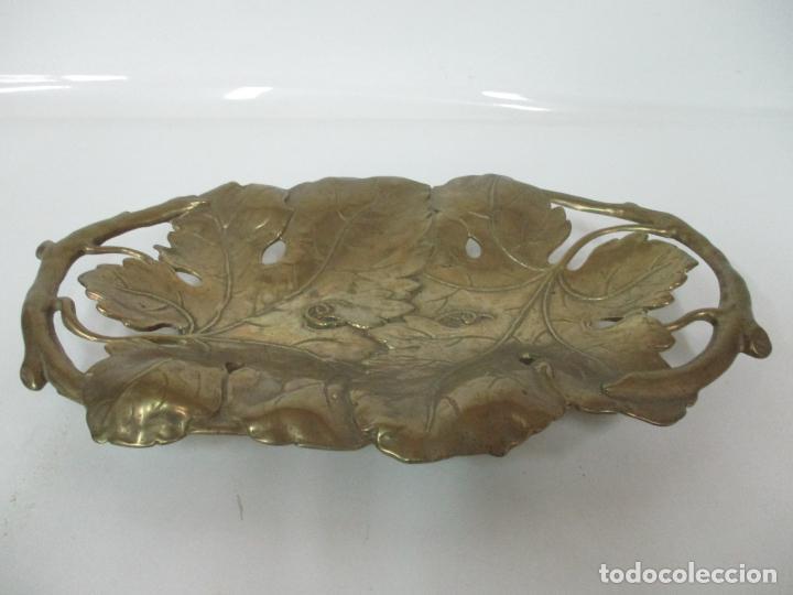 Antigüedades: Bonita Bandeja Modernista - Bronce Cincelado - Decorada con Hojas y Racimos - Principios S. XX - Foto 17 - 161818358