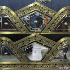 Antiquités: CABECERO Y PIECERO DE LATON Y ESPEJOS TALLADOS. ART-DECO. Lote 161836670