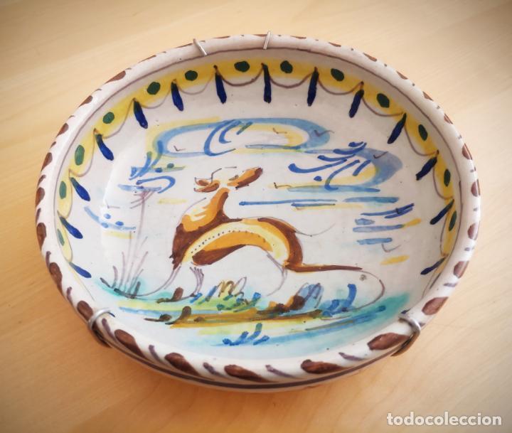 PLATO HONDO TRIANA - MONTERIA - PERRO - 19 CM. DIAMETRO - ANTIGUO (Antigüedades - Porcelanas y Cerámicas - Triana)
