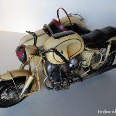 Antigüedades: MOTO CON SIDECAR EN METAL DE GRAN DETALLE, 40X30, VER DESCRIPCIÓN. Lote 161945222
