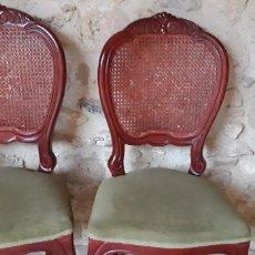 Antigüedades: 2 PRECIOSAS SILLAS, CLÁSICAS, PATAS CABRIOLÉ, REJILLA Y TAPIZADAS. Lote 161983529