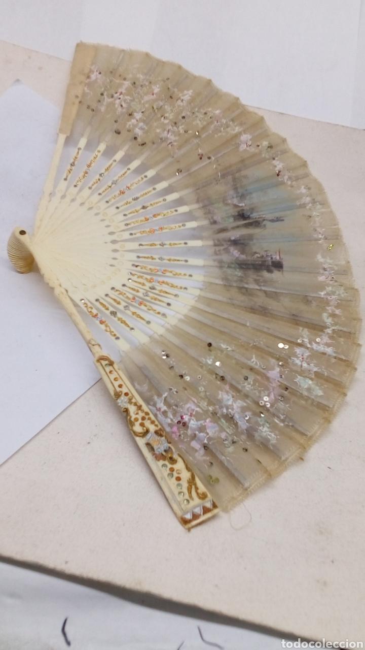 Antigüedades: Abanico con varillaje hueso o marfil con seda y nácar cosido antiguo - Foto 2 - 163820428
