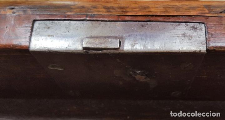 Antigüedades: BUFFET APARADOR. MADERA DE CAOBA. ESTILO VICTORIANO. ESPAÑA. SIGLO XIX. - Foto 9 - 161999522