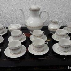 Antigüedades: ANTIGUO JUEGO DE CAFE EN PORCELANA , HACIA 1940-50, MEDIDA TETERA 20X23 CM. BUEN ESTADO. Lote 162032086