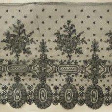 Antigüedades: ANTIGUO ENCAJE DE CHANTILLY S. XIX. Lote 162049150