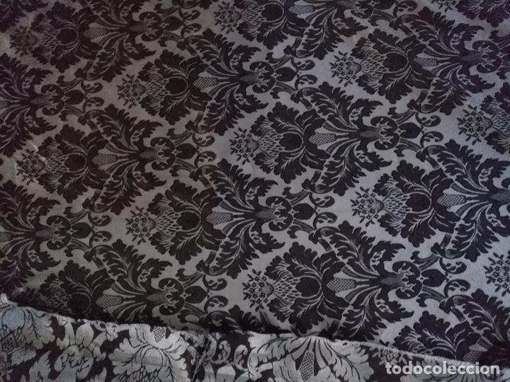 Antigüedades: 5,6 m x 1,5 m esperctacular brocado o damasco negro y gris plata ideal manto traje virgen difuntos - Foto 4 - 162095722