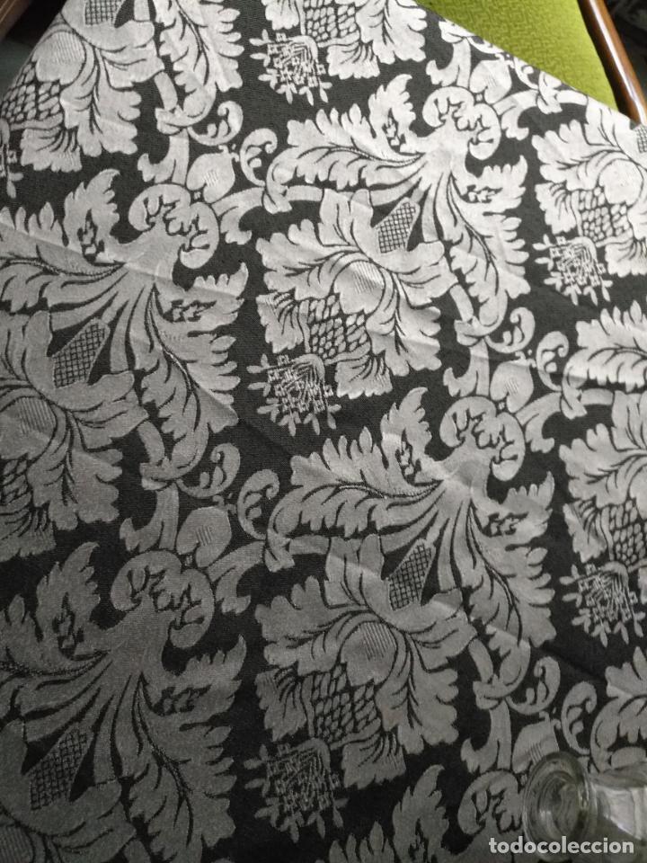 Antigüedades: 5,6 m x 1,5 m esperctacular brocado o damasco negro y gris plata ideal manto traje virgen difuntos - Foto 5 - 162095722