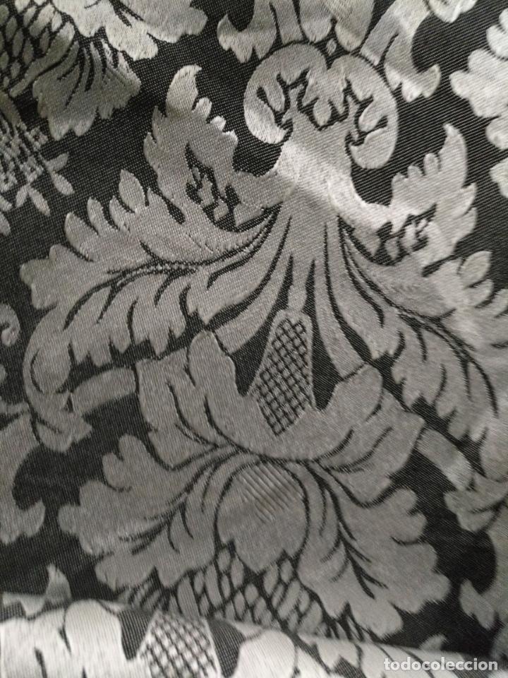 Antigüedades: 5,6 m x 1,5 m esperctacular brocado o damasco negro y gris plata ideal manto traje virgen difuntos - Foto 8 - 162095722