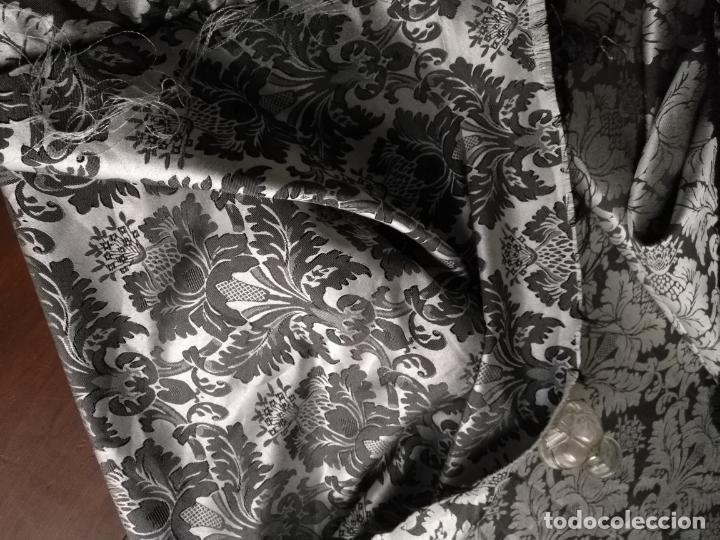 Antigüedades: 5,6 m x 1,5 m esperctacular brocado o damasco negro y gris plata ideal manto traje virgen difuntos - Foto 9 - 162095722