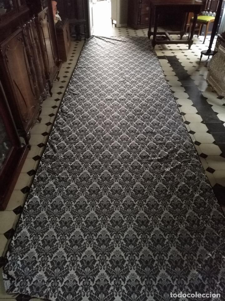 Antigüedades: 5,6 m x 1,5 m esperctacular brocado o damasco negro y gris plata ideal manto traje virgen difuntos - Foto 12 - 162095722