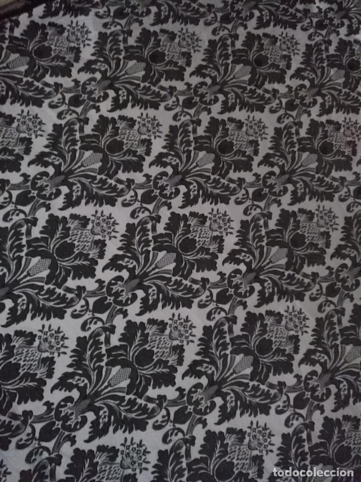 Antigüedades: 5,6 m x 1,5 m esperctacular brocado o damasco negro y gris plata ideal manto traje virgen difuntos - Foto 14 - 162095722