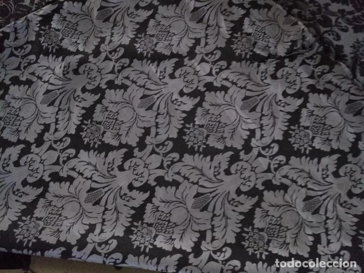 Antigüedades: 5,6 m x 1,5 m esperctacular brocado o damasco negro y gris plata ideal manto traje virgen difuntos - Foto 15 - 162095722