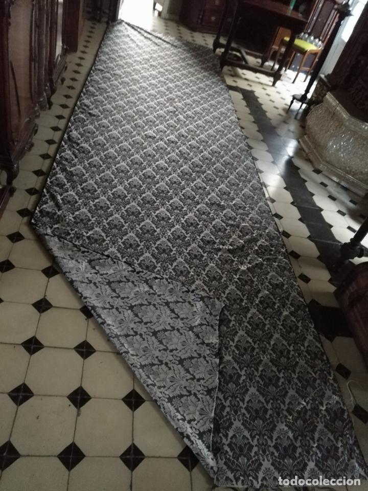 Antigüedades: 5,6 m x 1,5 m esperctacular brocado o damasco negro y gris plata ideal manto traje virgen difuntos - Foto 16 - 162095722