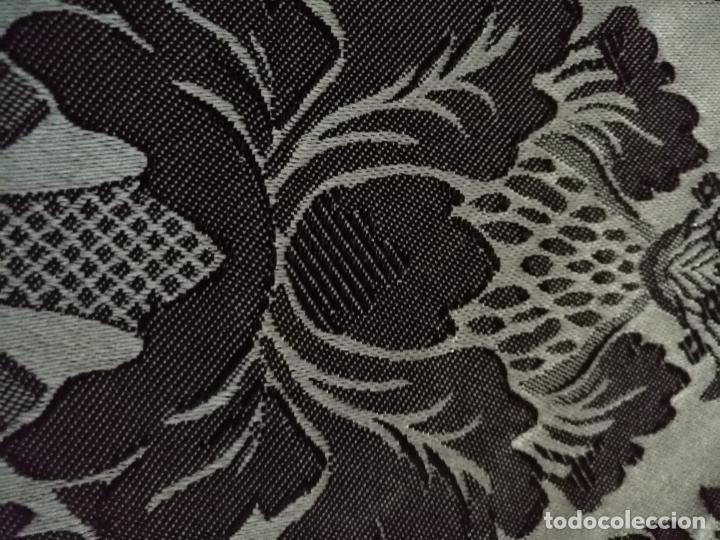 Antigüedades: 5,6 m x 1,5 m esperctacular brocado o damasco negro y gris plata ideal manto traje virgen difuntos - Foto 17 - 162095722