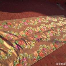 Antigüedades: FLORES COLORES TELA CORTE FALLERO 3,95M BROCADO SALMON MAQUILLAJE PARA VIRGEN DE GLORIA SEMANA SANTA. Lote 162100202