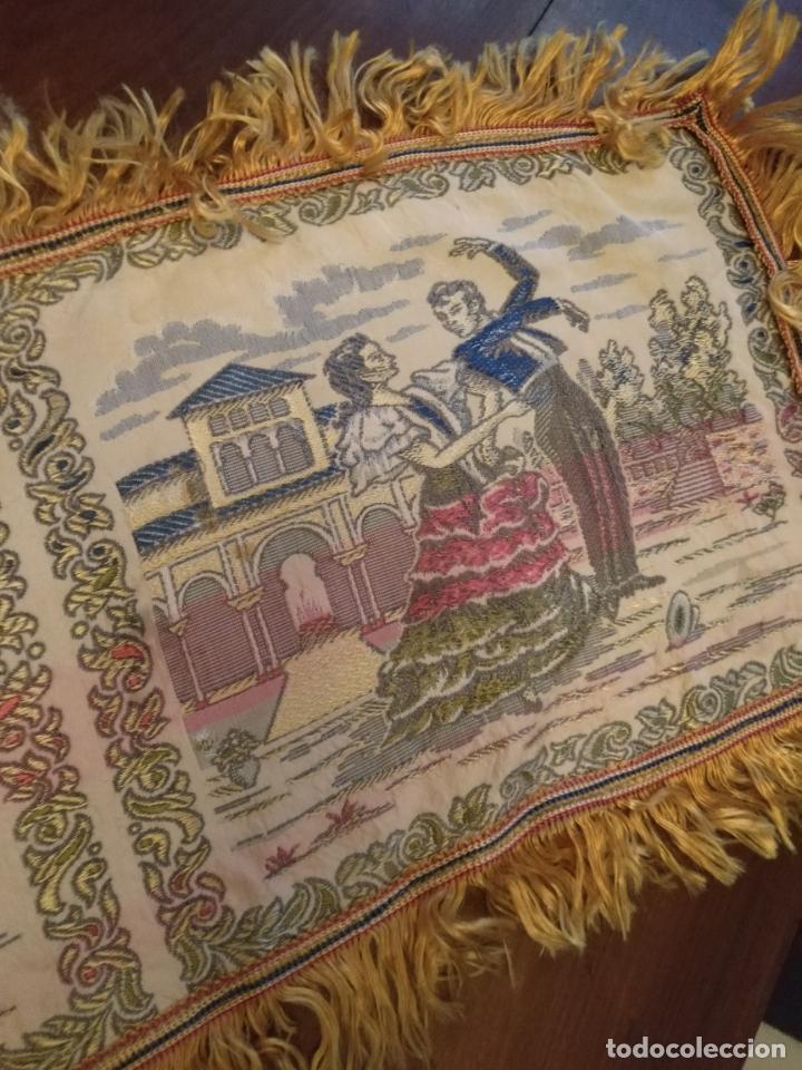 Antigüedades: chals o mantoncillo manton brocado estampado con escenas de baile rectangular sedina y flecos leer - Foto 3 - 162141990