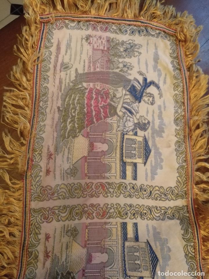 Antigüedades: chals o mantoncillo manton brocado estampado con escenas de baile rectangular sedina y flecos leer - Foto 5 - 162141990