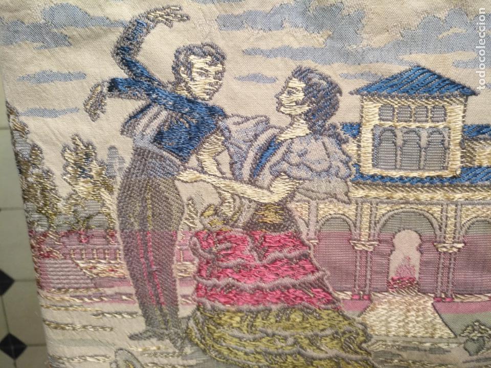 Antigüedades: chals o mantoncillo manton brocado estampado con escenas de baile rectangular sedina y flecos leer - Foto 7 - 162141990