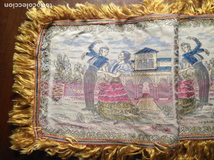 Antigüedades: chals o mantoncillo manton brocado estampado con escenas de baile rectangular sedina y flecos leer - Foto 9 - 162141990