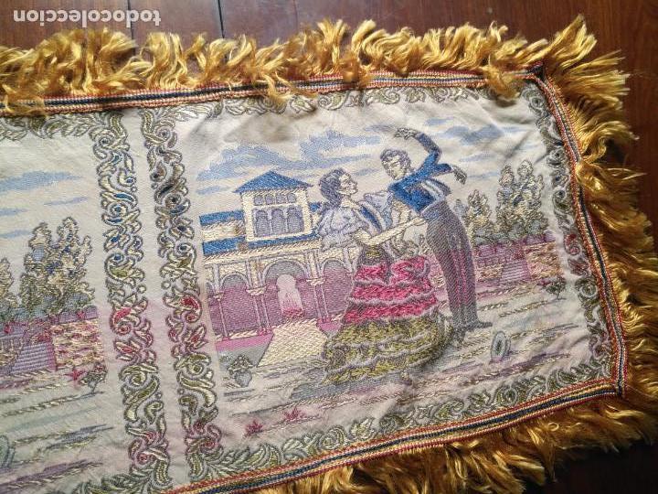 Antigüedades: chals o mantoncillo manton brocado estampado con escenas de baile rectangular sedina y flecos leer - Foto 13 - 162141990