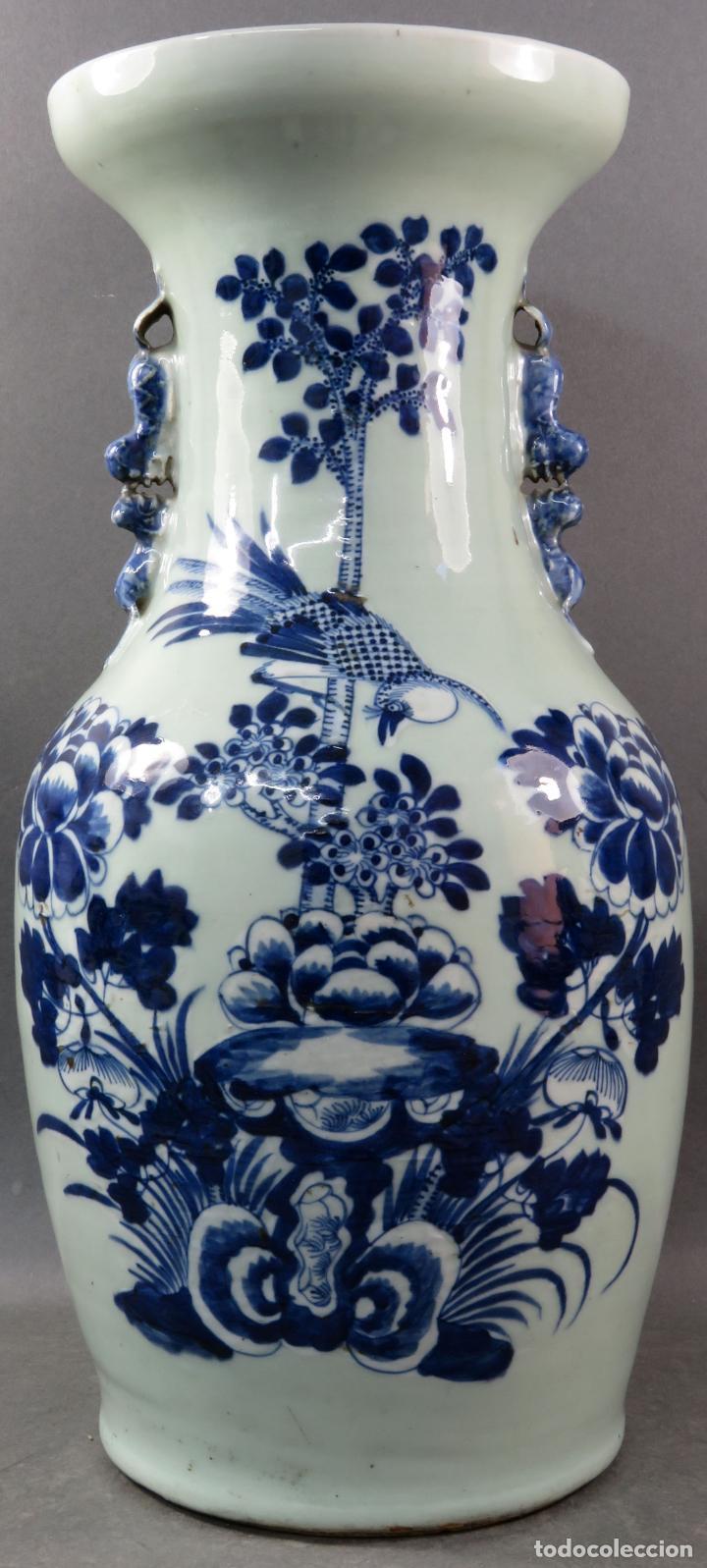JARRÓN EN PORCELANA CHINA CELADÓN BLANCO Y AZUL HACIA 1900 (Antigüedades - Porcelanas y Cerámicas - China)