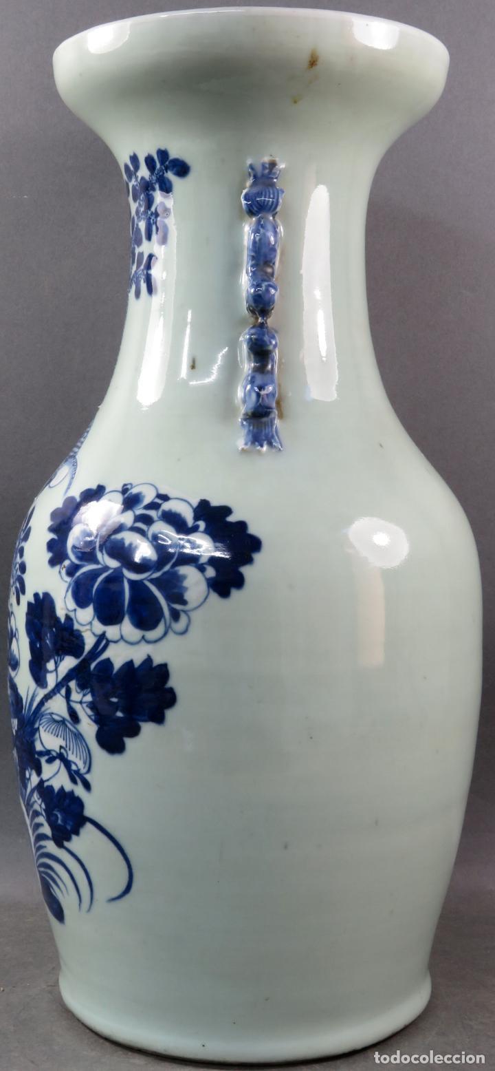 Antigüedades: Jarrón en porcelana China Celadón blanco y azul hacia 1900 - Foto 4 - 221122575