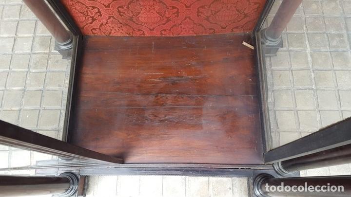 Antigüedades: HORNACINA. MADERA DE TROPICAL CON INCRUSTACIONES. ESTILO ISABELINO. ESPAÑA. SIGLO XIX. - Foto 16 - 162237626