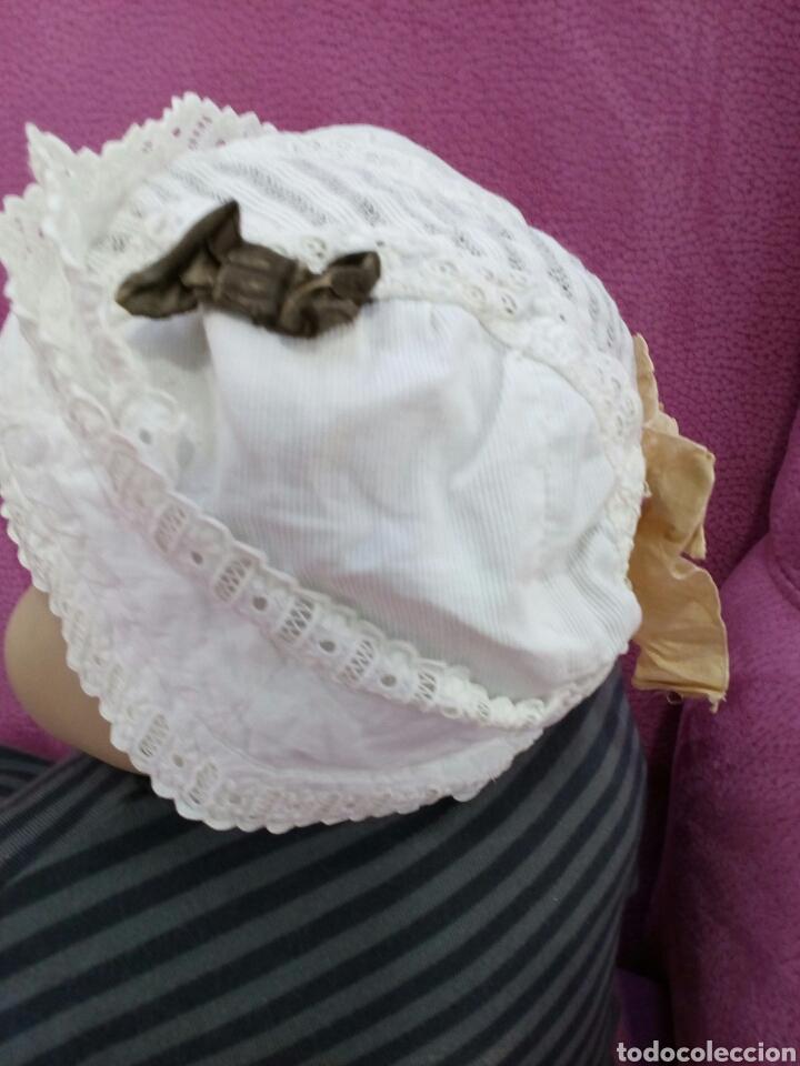 Antigüedades: Gorro de niña de pique y tira bordada años 1800-1900 - Foto 3 - 162285605