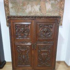 Antigüedades: ANTIGUA COMODA DE MADERA TALLADA. Lote 162296450